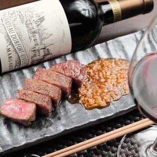 【絶品ステーキ】柔らかな肉質で赤身の旨味たっぷりの黒毛和牛