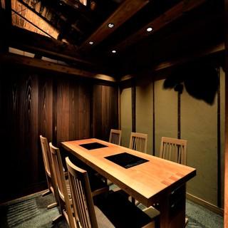 【完全個室】接待や会食に最適/落ち着いた雰囲気と綺麗な店内