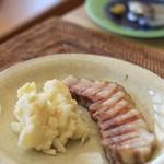 ベーコン工房 燻太 - 自家製燻製ベーコンのステーキとポテサラ