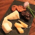 サラマンジェ ド ヨシノ - デザートをひとつ、チーズに差し替えていただきました