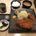 とん久 - 特選ロース定食1,950円