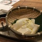蕎麦 AKEBONOYA - トリュフ塩で食べるおぼろ豆腐