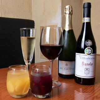 常時60種類以上のワインが気軽に楽しめます。