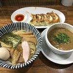 85587540 - ニボ鶏つけめん(500円)、餃子(5個 400円)