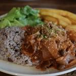 アネアカフェ - 週替わりサラダプレート:牛肉のトマト煮込み 1000円