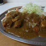甲田 - キャベツとマカロニサラダが盛り付けられています。