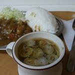 甲田 - 中華スープと昭和のご飯盛り付け。