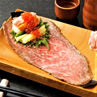 『松阪牛のローストビーフ×ねぎとろの手巻き寿司』