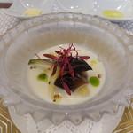 ビストロ ダイア - ホワイトアスパラの冷製ポタージュ、平貝炙りと紫アスパラ