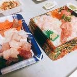 85598183 - 2018年5月。本わさびとデイリーポートの海鮮丼と切り落としでおうちカンタン手巻き寿司。