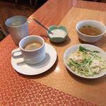 クンメー - ランチタイム サラダとコーヒーはフリーです!