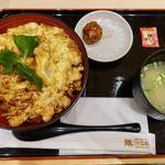 伊藤和四五郎商店 - 名古屋コーチン八丁味噌親子丼 951円