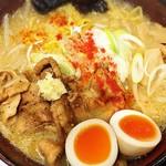 札幌みその - 炙り豚盛り味噌らーめん+味玉+大盛り  ¥850+100+150  札幌人気の店ということで試しましたが残念でした。スープの味は塩分の強い味噌汁の様。肝心のコクがありません。