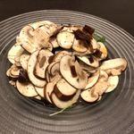 レストラン&バー COMECOME - 料理写真:長谷川農園産のマッシュルームのサラダ
