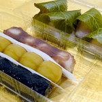 聖弘堂 - しょうゆ串だんご70円、あん串だんご70円、ごま串だんご、桜もち