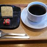 204 - 料理写真:ブレンドコーヒー(380円)茶菓子付き