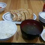 でんでん - 肉汁大餃子定食10個