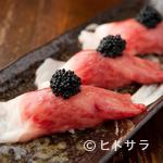 ニクアザブ - 必ず注文するお客様が多い人気メニュー!『炙り肉寿司featキャビア』1貫