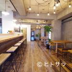 カフェ&バル スプラウト - 木の温もり感じるカジュアル空間