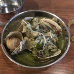 インド料理 マルジョウ - 「アサリのグリーンソース蒸しグリーンハーブとココナッツのマサラ」860円