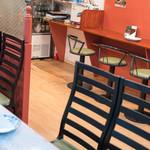 Biryani House - 2018.5 テーブル席とカウンター席