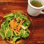 85619779 - スープはパクチーととろろ昆布で珍しい味。