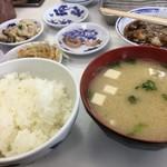 天麩羅処ひらお - ご飯と味噌汁