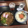 王司パーキングエリア(上り線)スナックコーナー - 料理写真:名物の肉うどんを明太御飯とのセットで!