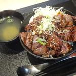 池袋肉劇場 - 名物 ハラミ丼(並/肉増 )・スープ付き