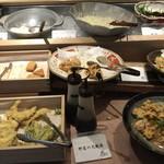 博多もつ鍋 幸 とりもつえん - 天ぷらや生野菜等々