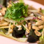 ひょうたん - 料理写真:ヤムカイヨーマァ(480円)ピータンのサラダ