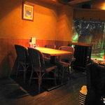 チキン プレイス - バリ風の店内