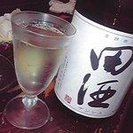 藏 - 日本酒は週替りで店主おすすめが並ぶ