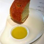 リストランテ・ヒロ・チェントロ - 自家製パン       焼立てのフォカッチャ