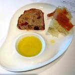 リストランテ・ヒロ・チェントロ - 自家製パン       クルミとクランベリーの入ったパン