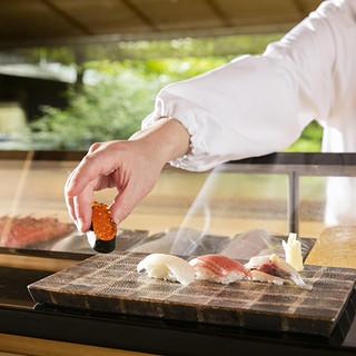 板前が丹精に手を加えて仕上げた江戸前寿司