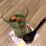 ワイン・寿司・天ぷら 魚が肴 - めかぶ、とろろの層に和出汁のジュレ