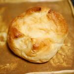 ボンジュール・ボン - 塩バターパン¥120