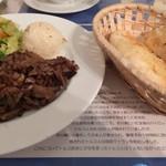 トルコアズ - 「ドネルケバブ」のメインプレート&パン。