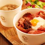 デリカ&カフェ ファイブミニッツミーツ - 氷温熟成神戸牛のローストビーフ丼・和風シャリアピンソースで・