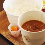 デリカ&カフェ ファイブミニッツミーツ - 神戸牛のビーフカレー