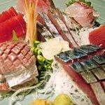 魚王KUNI - お刺身5種盛り。ボリュームもあり、食べ応えもあります