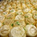 上海 焼き小籠包 - 焼きあがった焼き小籠包です。美味しそう!!