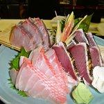魚王KUNI - お刺身3種盛り。女性の方など、5種盛りではボリュームがありすぎるという方にはこちらがおすすめ。