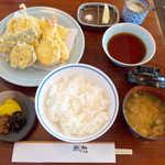 銀座 天國 - お昼の天ぷら定食(¥1400)。濃いめの天つゆ・塩・レモンで食べられる