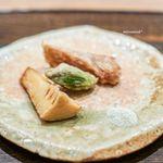 虎白 - 炊いたフカヒレ、 筍、 徳島の蕗の薹 八角の昆布塩を添えて