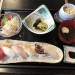 げんき亭 - 料理写真:すし定食=800円