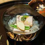 御料理 堀川 - 桜鱒の真薯、 桜の胡麻豆腐、ミニアスパラ、玉子豆腐、 白木耳。