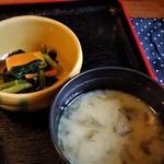 85654886 - お味噌と小鉢。