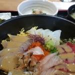 85654905 - 海鮮丼特盛。